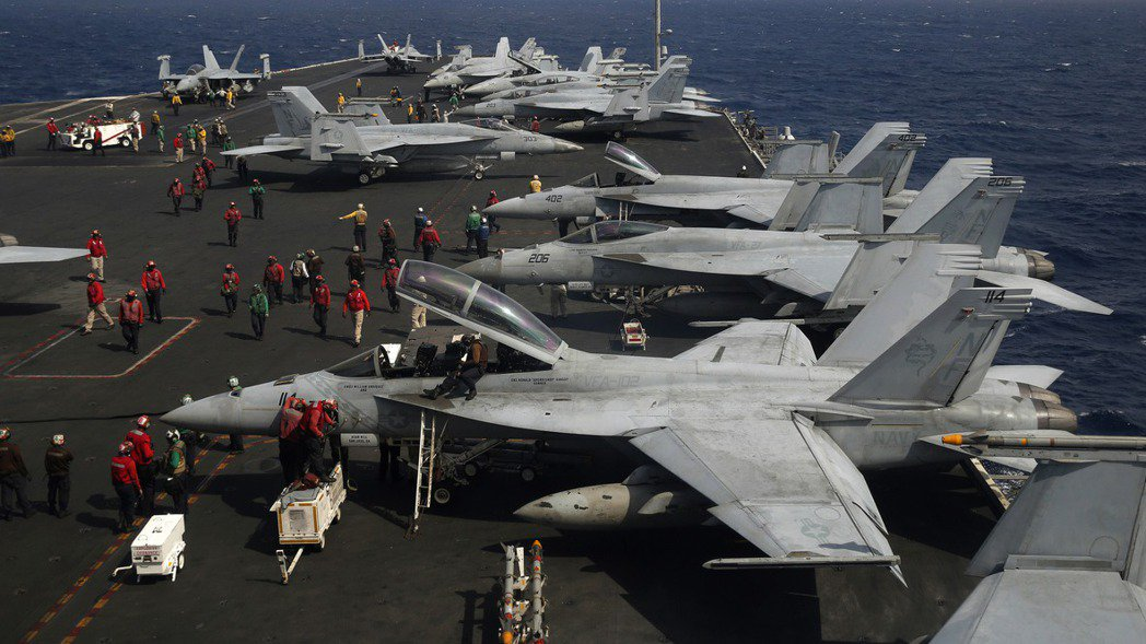 美國海軍航空母艦雷根號(USS Ronald Reagan)航行於南中國海的檔案...