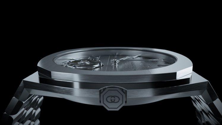 GUCCI推出超薄陀飛輪機芯,具備微型自動盤,厚度約4.85毫米,並具60小時動...