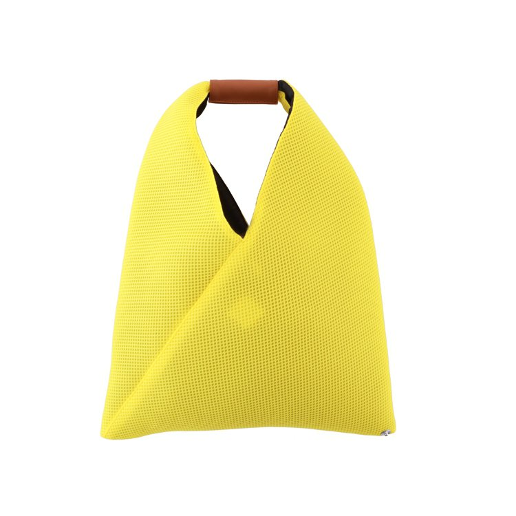 MM6螢光黃Japanese Bag,6,380元。圖/微風精品提供