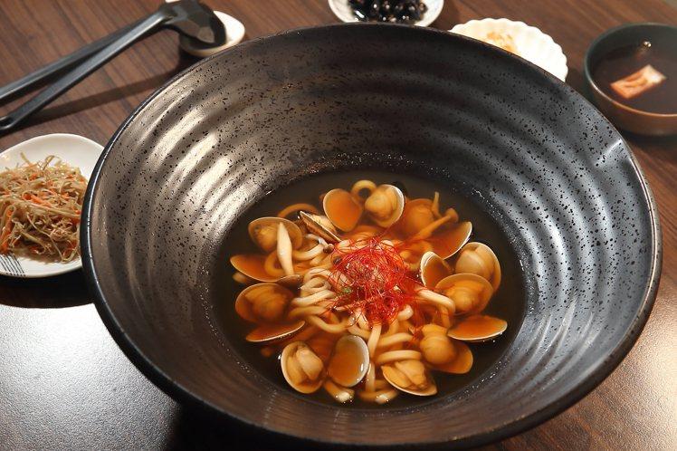 蛤蜊湯烏龍,單點320元,套餐420元。記者陳睿中/攝影