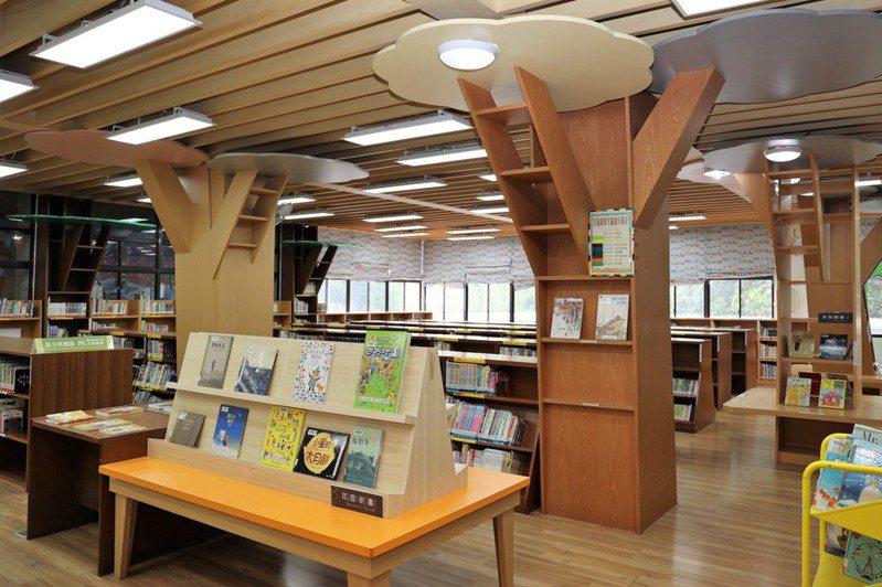 國家圖書館「讀力成長-7大主題輕鬆選好書」嬰幼兒主題圖書巡迴展,精選逾300冊嬰幼兒成長與學習所需圖書。記者陳苡葳/攝影