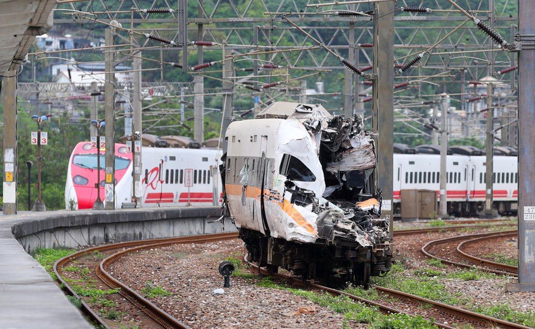 太魯閣號事故釀嚴重死傷,也讓台鐵公司化議題再度受到討論;圖為駕駛所在的第八節車廂...