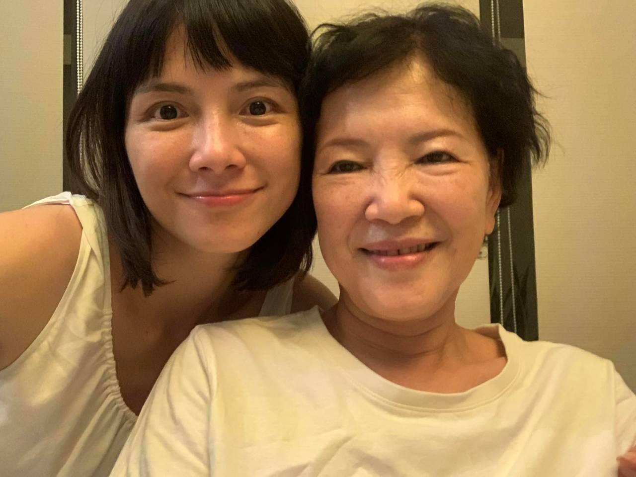 李心潔與媽媽  圖/李心潔臉書