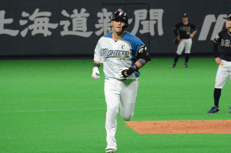 日本火腿隊打者中田翔自春訓時就狀況不佳,還曾通批自己是垃圾。 聯合報系資料照/記者蘇志畬攝影