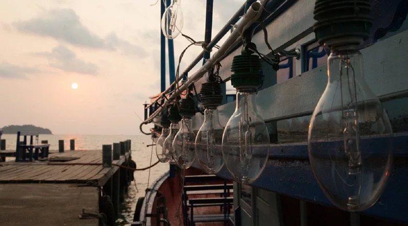 花火節期間,釣完小管還能直接在船上欣賞煙火,雙重體驗一次享受。  圖/KLOO...