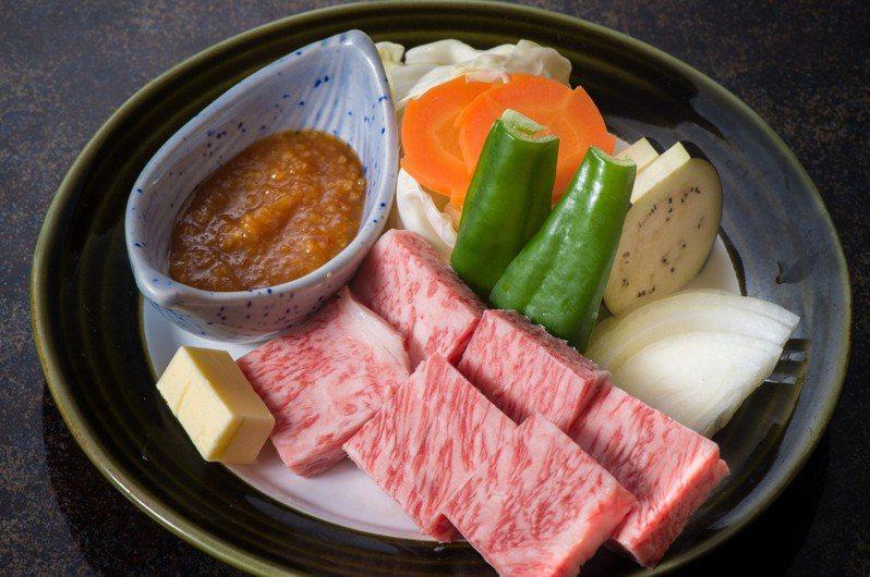 近來許多餐廳推出5A和牛料理,使網友質疑其品質真假。 圖/pakutaso