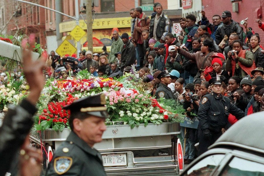 這兩起悲劇性的命案,標誌著美國東西岸饒舌衝突的高峰。圖為聲名狼藉先生的喪禮,攝於1997年。 圖/路透社