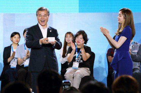 主打改革的共同民主黨,本該追求更進步的社會價值,但光是尊重女性、回應南韓#MeT...