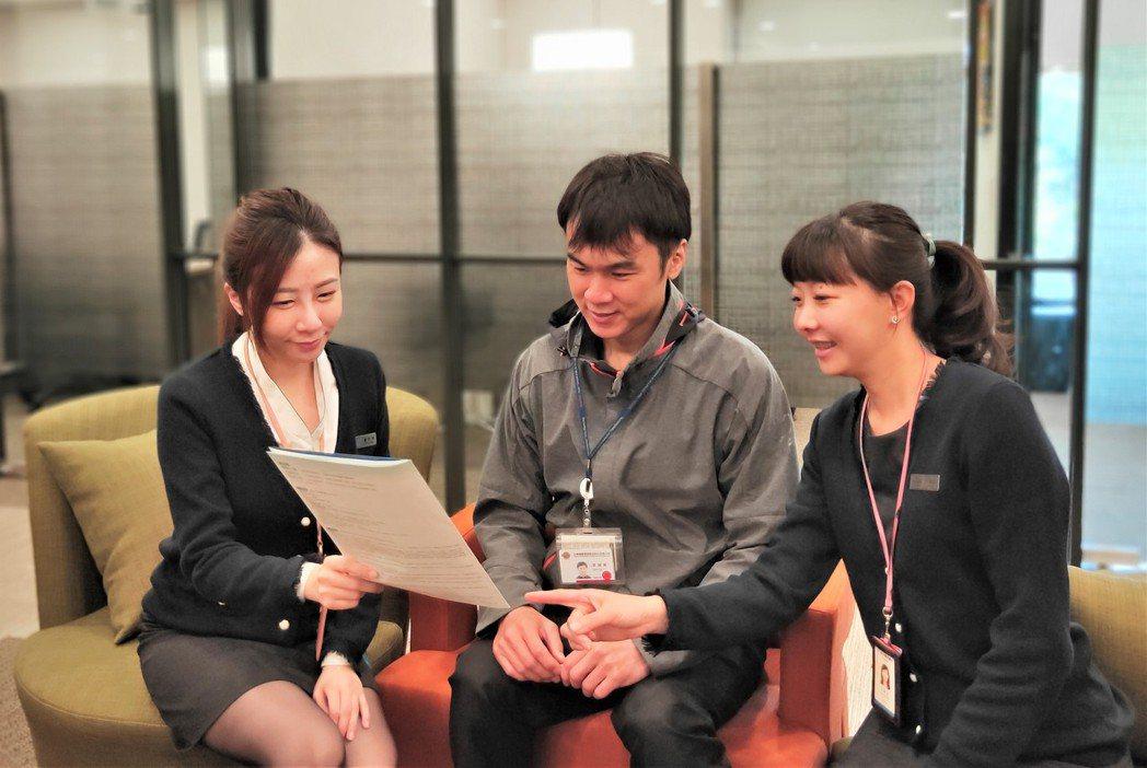 北富銀在新竹全新設立「光明假日分行」,營業時間從周一到周六,是目前新竹唯一在假日...