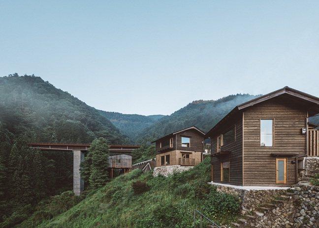 青梅沿線的空置屋舍經過改造,成了一棟棟精緻旅宿空間。 圖/Ensen Marug...