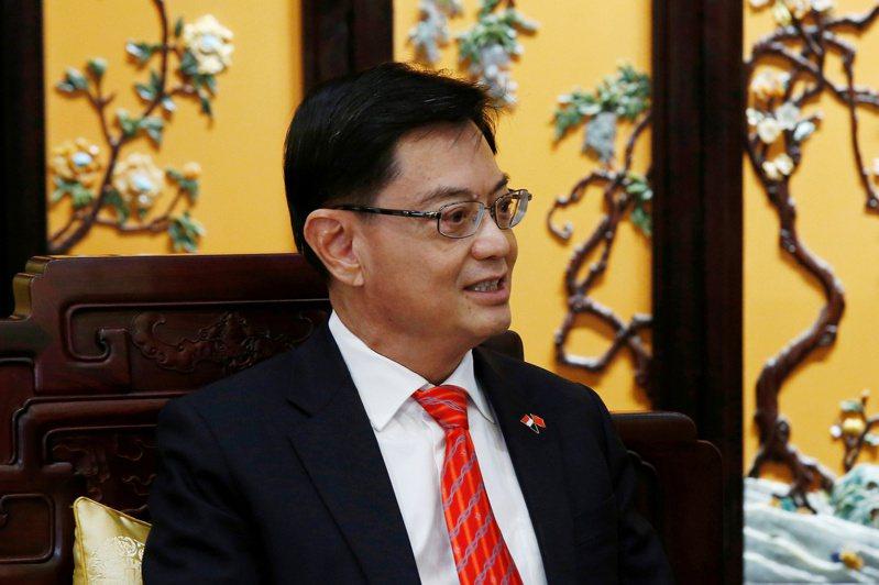 被視為新加坡下任總理人選的副總理王瑞杰今天突然宣布不再擔任第4代領導團隊的領軍人物,為星國政壇投下震撼彈。 路透社