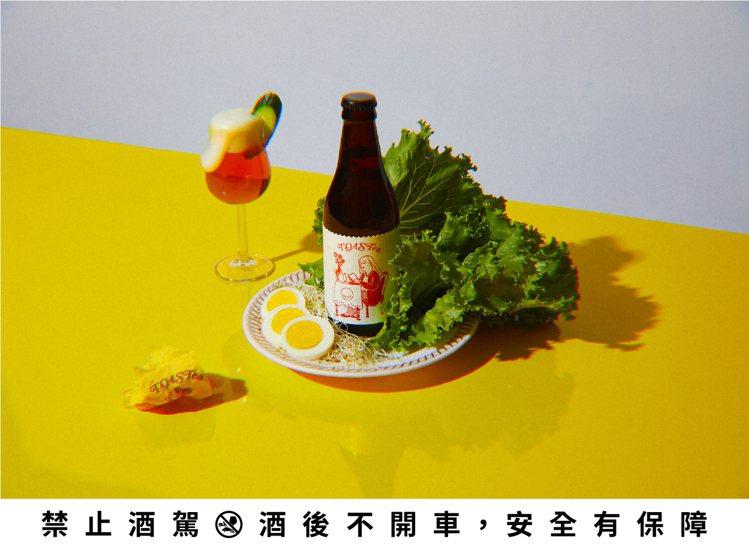 台灣精釀啤酒品牌「酉鬼啤酒」突發奇想,以吐司邊為靈感,推出一瓶具有吐司與冰紅茶風...