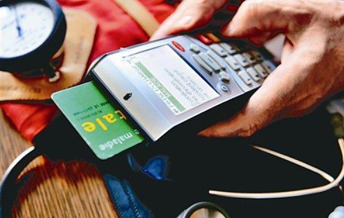 單純的磁條卡較容易遭側錄,即使不從行動支付、感應交易普及的角度考量,單就安全性來...