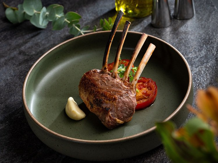 乾式熟成紐西蘭羊排。圖/美福牛排館提供。