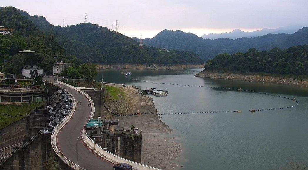水情嚴峻,經濟部水利署24小時掌握氣象資訊,研判山區有午後熱對流降雨機會,13時...