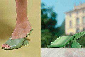 側面看更有型!Ferragamo「F形」穆勒鞋粉嫩登場