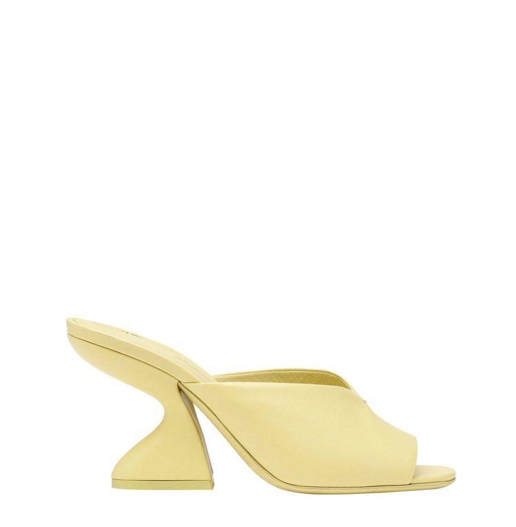 SLOANE黃色小羊皮F形鞋跟涼鞋,28,900元。圖/Salvatore Fe...
