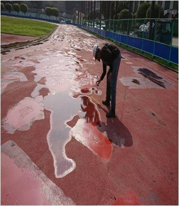 原國管院操場凹凸不平,下雨天容易積水。圖/中和區公所提供