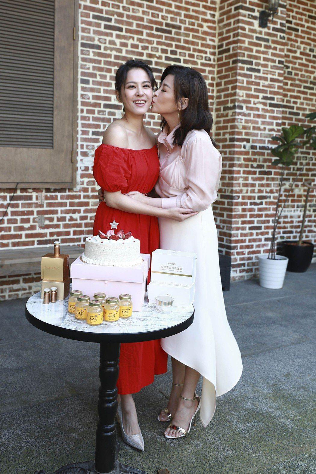 蘇晏霈過生日,好姐妹方馨獻吻,祝福壽星生日願望都實現。圖/民視提供
