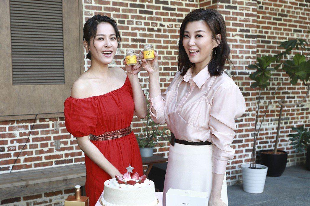 蘇晏霈(左)、方馨開心用燕窩乾杯慶生。圖/民視提供