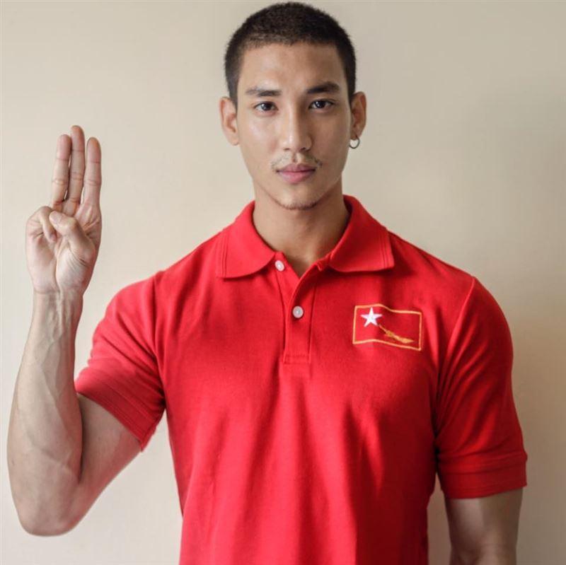 Paing Takhon之前臉書發文,換上紅衣、比三指的大頭貼,聲援示威民眾。截自臉書