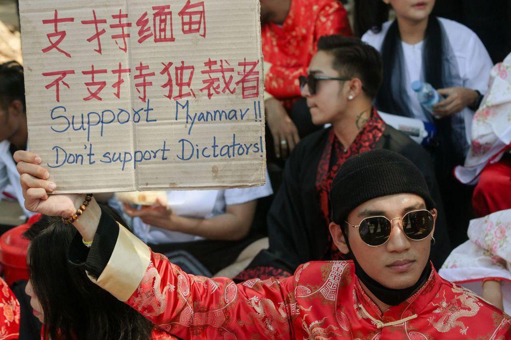緬甸知名男模Paing Takhon近日積極參加反政變示威活動。法新社