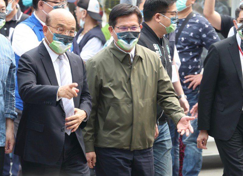 台鐵太魯閣事故後,行政院院長蘇貞昌(左)遲未批准交通部長林佳龍(右)辭呈,被認為是為了構築防火牆。圖/聯合報系資料照片