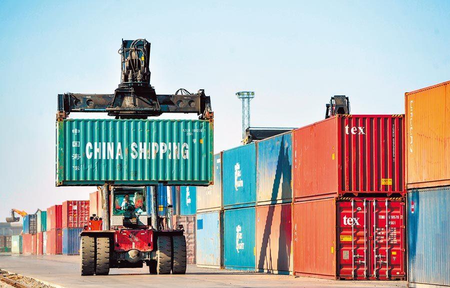 大陸商務部發言人高峰表示,今年第一季大陸外貿開局良好。新華社資料照片