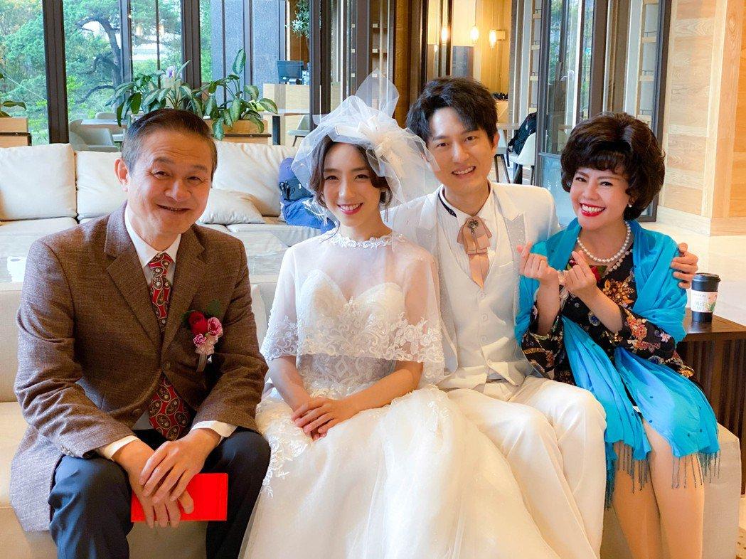 梁舒涵(左2) 第一次為戲披白紗。圖/三立提供