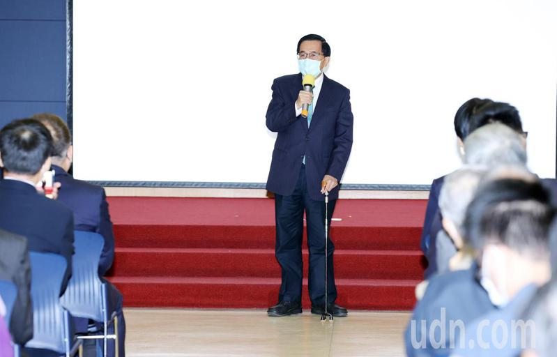 前總統陳水扁(中)北上出席邱垂亮追思會,建議蔡政府應該要把中正紀念堂更名為李登輝紀念館。記者杜建重/攝影
