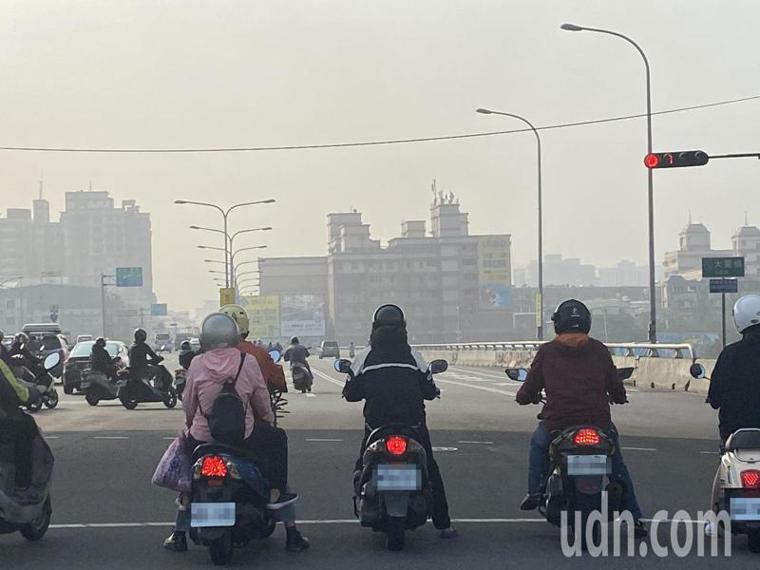 懸浮微粒PM10與PM2.5都屬空污物質,恐誘發多種疾病。報資料照片/記者趙容萱...