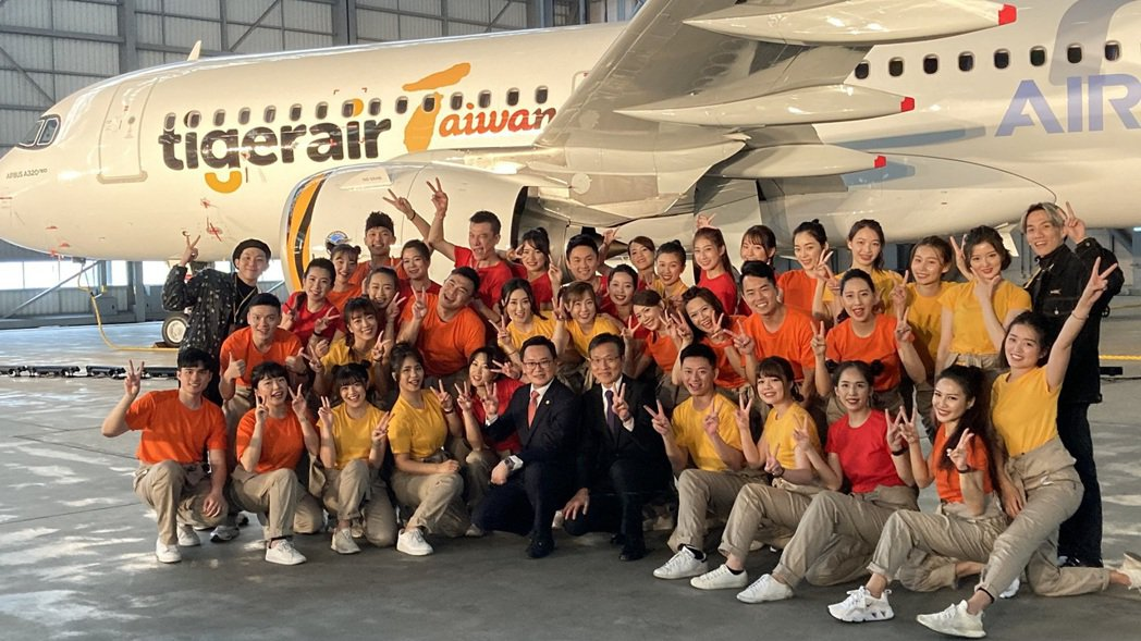 台灣虎航第一架,也是國內第一架的A320neo客機,今(8)日在桃園台灣飛機維修...