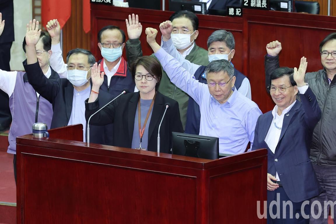 施打AZ疫苗?柯市長與局處首長舉手表示願意