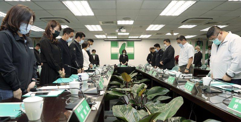 蔡總統在民進黨中常會針對太魯閣號事故發表聲明。圖/攝影記者聯誼會提供