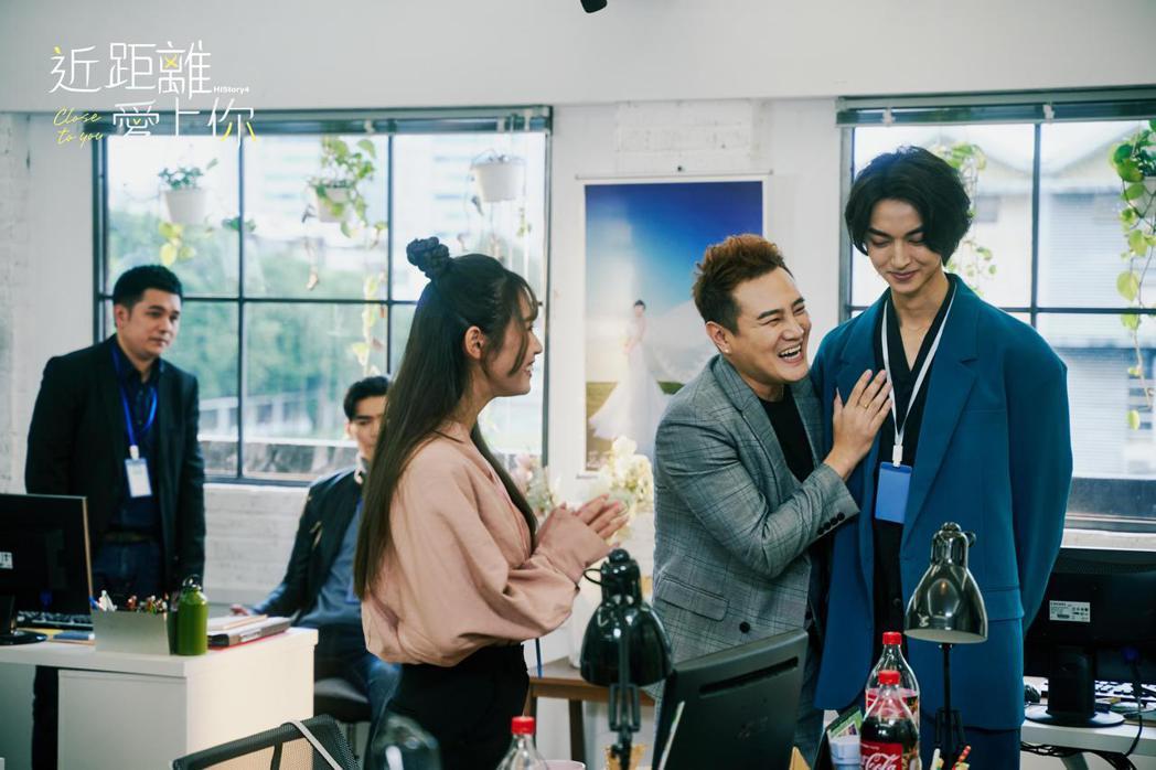 綠茶(左)在「HIStory4-近距離愛上你」劇中對陳立安起了色心。圖/LINE...
