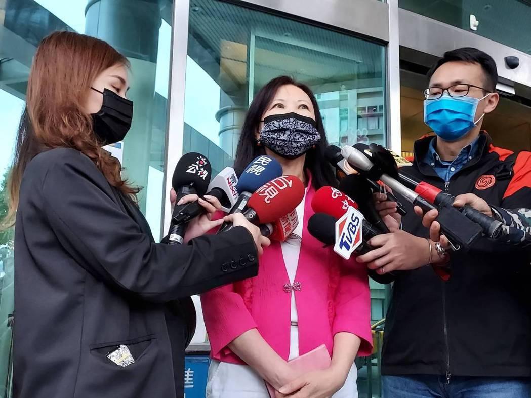 聯亞生技副總經理范瀛云就聯亞臨床試驗進度進行說明。記者楊雅棠/攝影