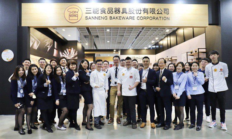 台北烘焙展冠軍師傅展演與三能團隊合影。三能集團提供