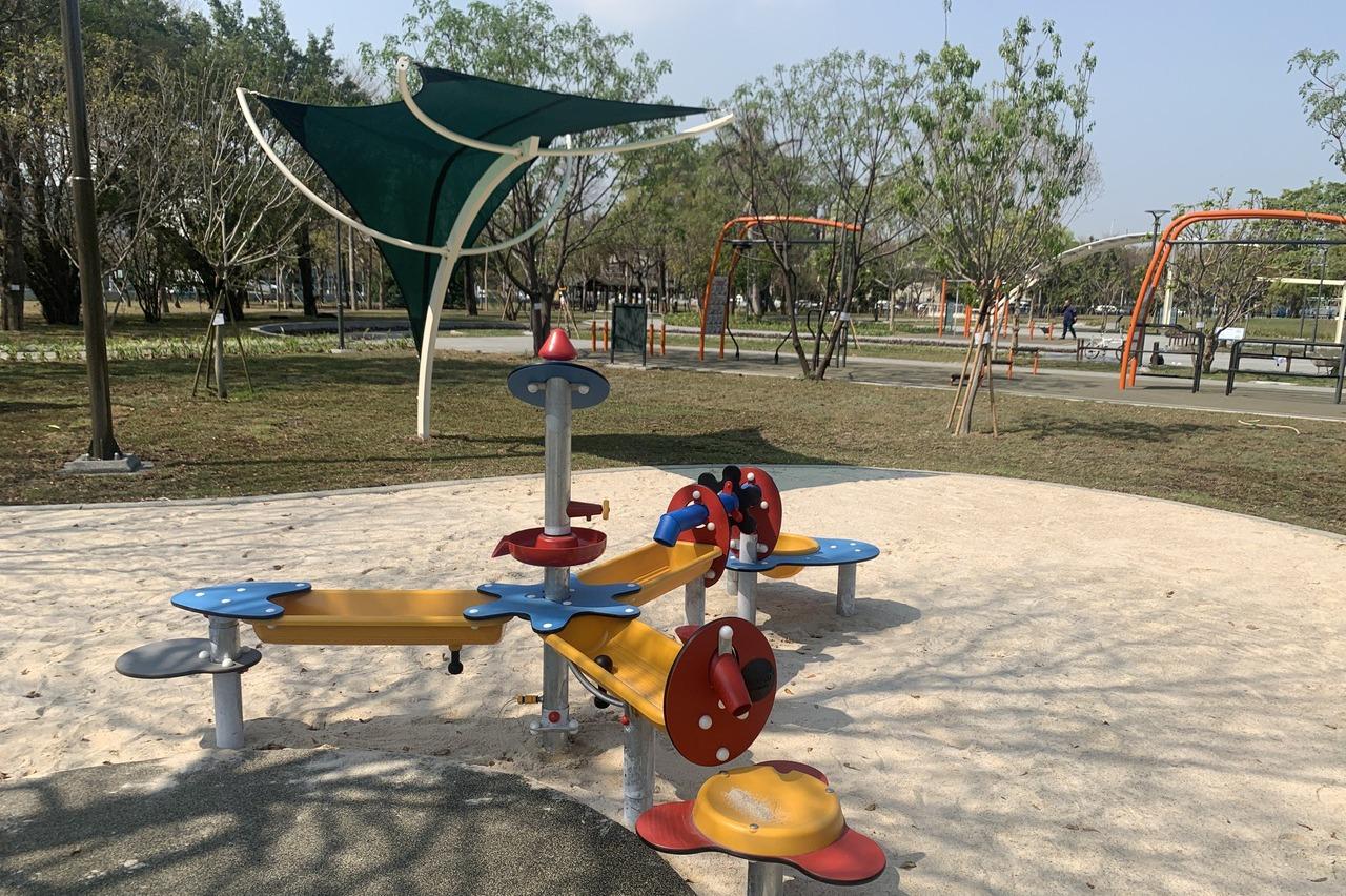 台中推公園美樂地 藍議員:家長反應新遊具難玩又兩光