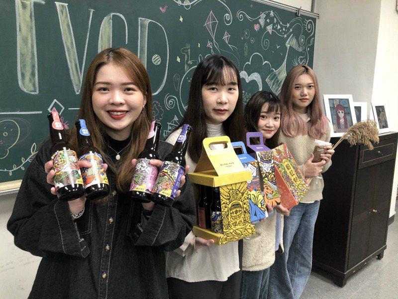 台南應用科大視傳系學生許芷寧(左起)、許愛榆、劉孟青、施元蓉為油芒製作專題、設計製作「未來食物」品牌包裝。記者周宗禎/攝影