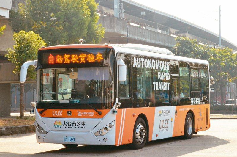 南市自駕公車上月完成南科、沙崙2條路線載客試乘,預計10月上路。圖/台南市交通局提供