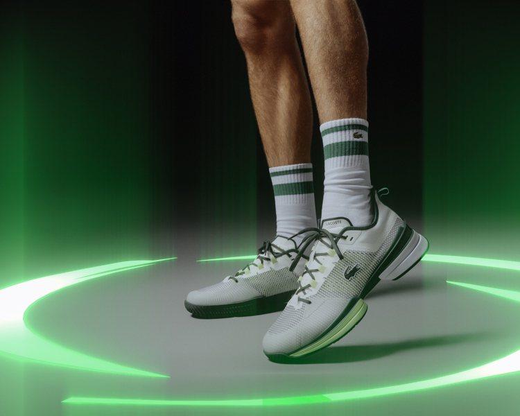 LACOSTE推出AG-LT21 Ultra高性能專業網球鞋履經典鱷魚綠色款。圖...
