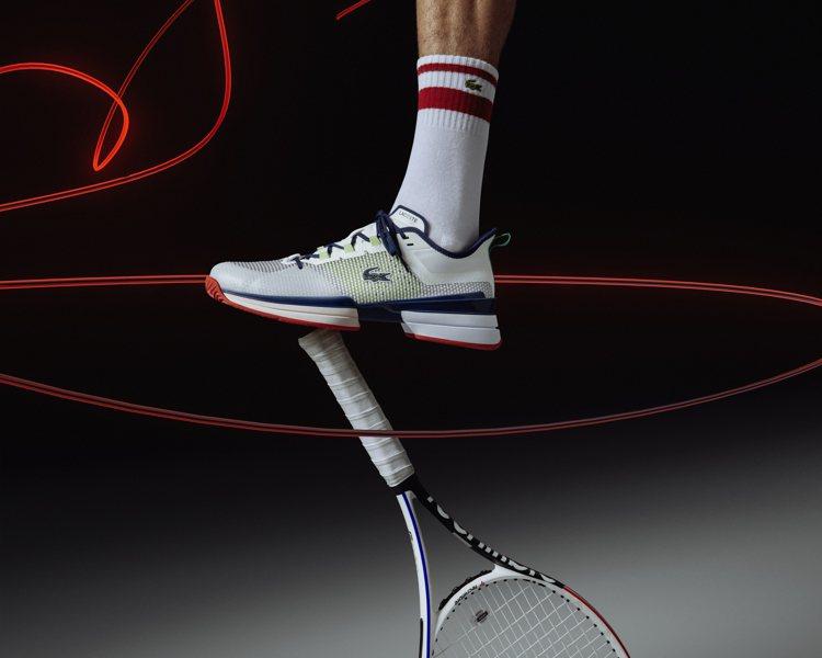 LACOSTE推出AG-LT21 Ultra高性能專業網球鞋履紅、藍色款。圖/L...