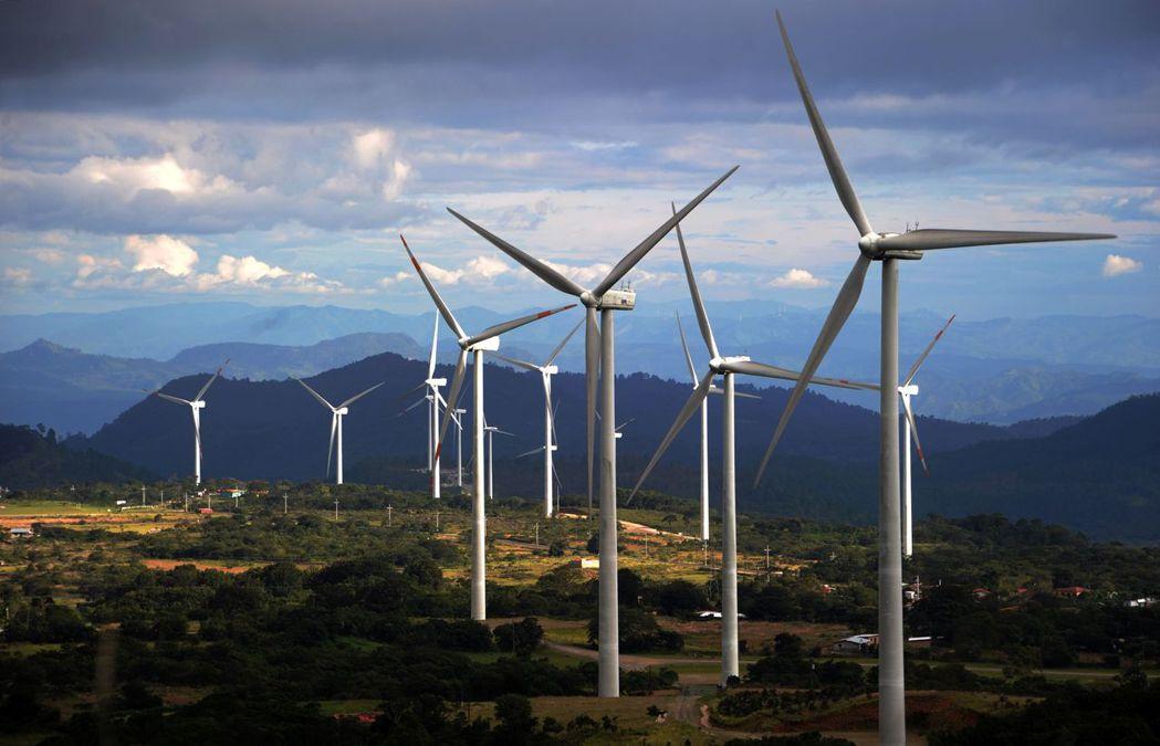 美國總統拜登推出基建計畫,聚焦綠色環保、穩定電網、橋梁、道路等。(本報系資料庫)