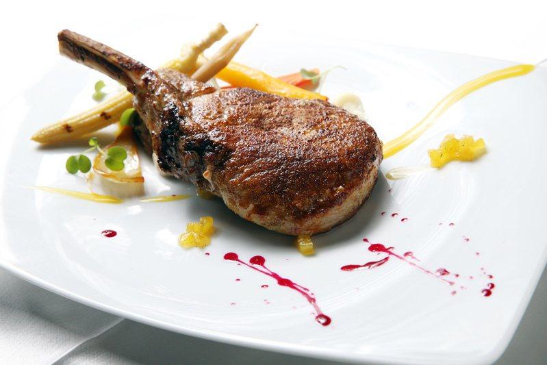 Curnonsky將法國美食(cuisine)分為四種類型,經典、複雜與昂貴的料理為其一。本報資料照片