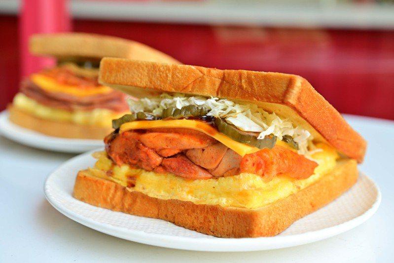春川辣雞腿三明治,每份109元。圖/Isaac Toast提供