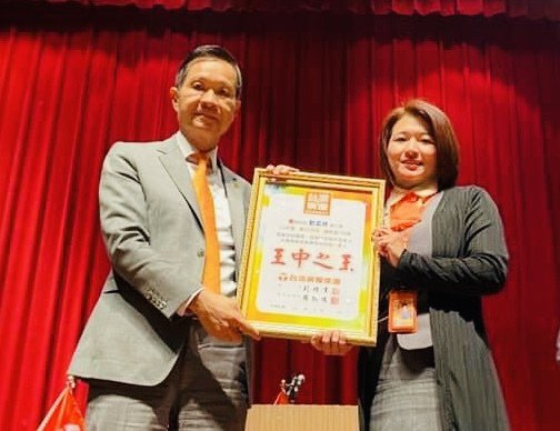 劉孟嬣拿下台灣房屋集團直營門市2021年3月份個人總冠軍。 圖/台灣房屋提供