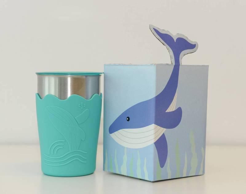 去年中鋼的股東會紀念品為「鯨彩都繪抗菌鋼杯」。(資料照,中鋼提供)