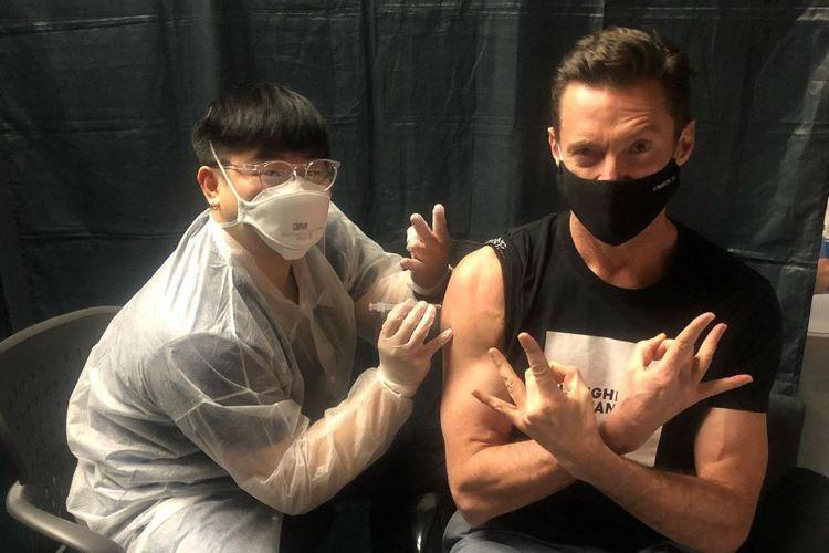 新冠肺炎疫苗是否能就此終結疫情,目前還不是很確定,但已經有不少演藝圈名人呼籲觀眾放下對疫苗的恐懼、趕快施打,並且以身作則。在「X戰警」系列影片中扮演自癒能力一級棒「金鋼狼」的休傑克曼,揮別了角色之後...