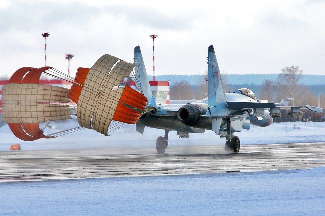 俄國國防部表示,出現在沃羅涅日州的武裝兵團,只是俄軍正常的跨軍區機動操演,而從現...