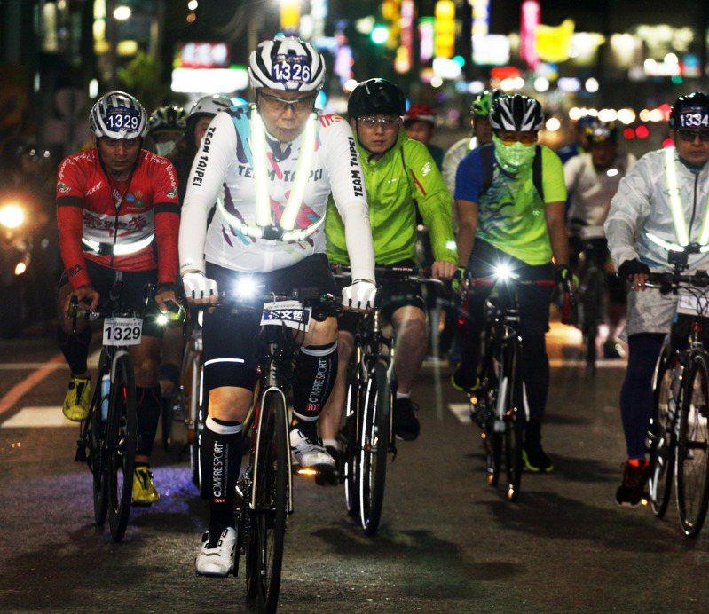 台北市長柯文哲今年228砸72萬公務預算,舉辦騎單車一日北高活動,引發藍綠議員批評拿公帑炒聲量。記者劉學聖/攝影